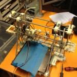 Vanhan 3D-tulostimen jäänteet