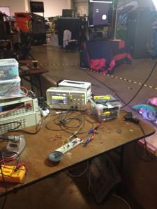 Elektroniikkapöytä Puuhanurkan ständillä