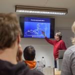 Jari esittelee NPN-transistorin toimintaa