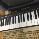 Kosketinsoitin mm. MIDI-koulutusta varten