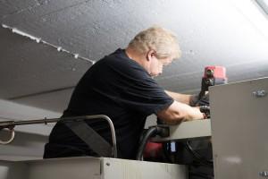 CNC-koneen korjausta